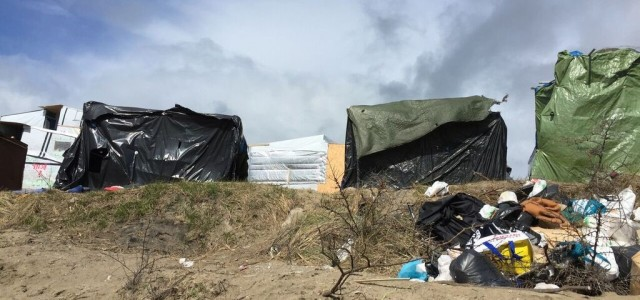 ON THE FRONTLINE: What are these places for? Calais CAP and Grande Synthe, France's official refugee camps