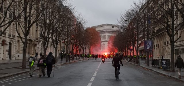 """ON THE FRONTLINE: Experiential Politics – Yellow Vests as """"The People"""""""